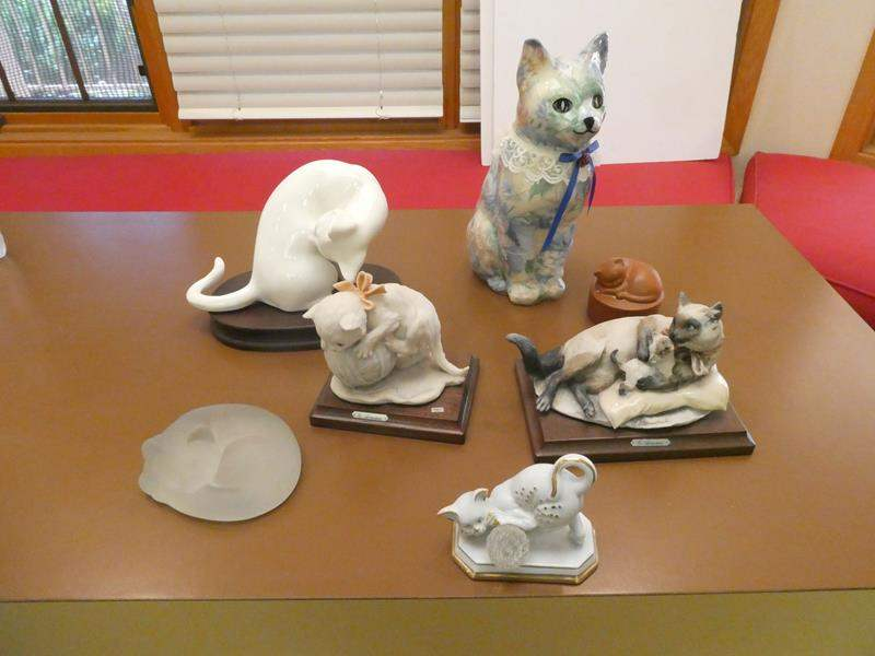 Lot # 41- cat lovers! Ceramic and porcelain figurines (main image)