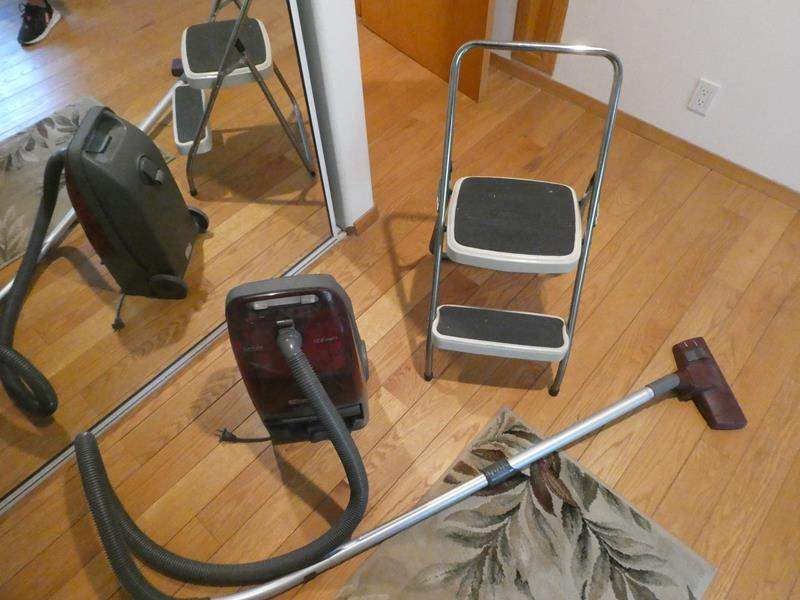 Lot # 61- Step ladder, Kenmore vacuum and more! (main image)