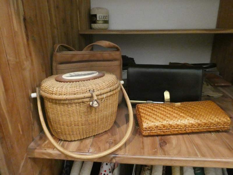 Lot # 68- Vintage purses (4), basket purse, and hats (main image)