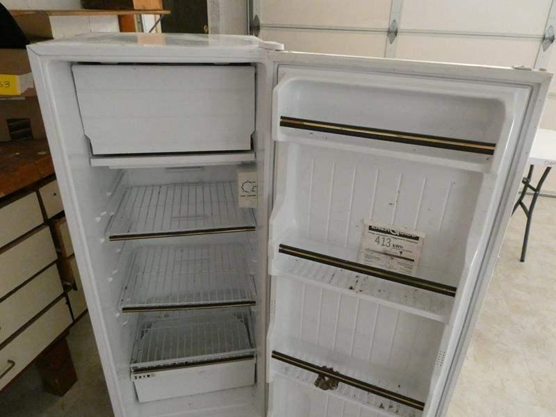 Lot # 264-Smaller size Sanya refrigerator (tested) (main image)