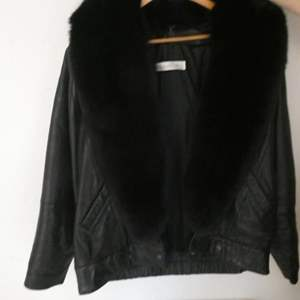 """Lot # 131- Black Leather women's jacket with fur collar by """"Andrew Marc"""" size medium"""
