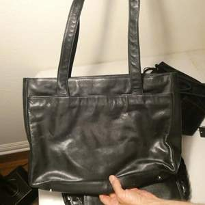 Lot # 155-Black hand bag collection, Garanzia, Perling, Macgo Avane, Ivanka