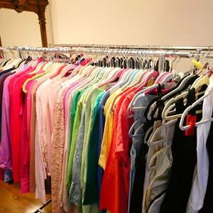 Lot # 166-Women's clothes mostly XL- Rack is included!