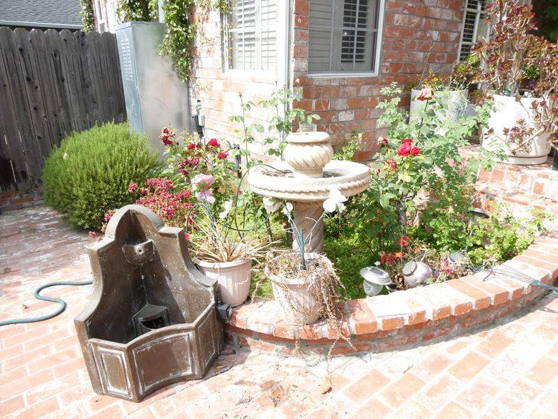 Lot # 311-Water fountain (not tested), Bird bath and more. (main image)