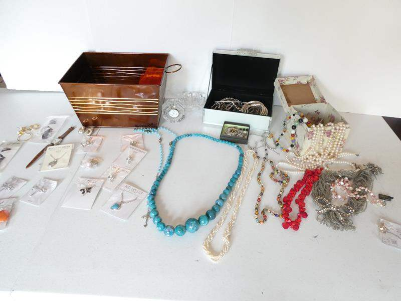 Lot # 218-Miscellaneous Jewellery, some costume, pearls etc. (main image)