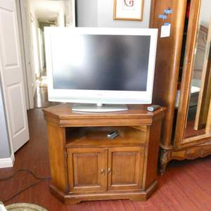 """Lot # 225-Sony TV LCD diginal color 31"""" (tested). TV stand (39""""w x16""""d x31""""t), new DVD player Sony (in box)"""