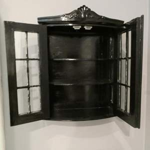 Lot # 226-Master Bath Collection, towels, 3 rugs, wall rack, storage cabinet.