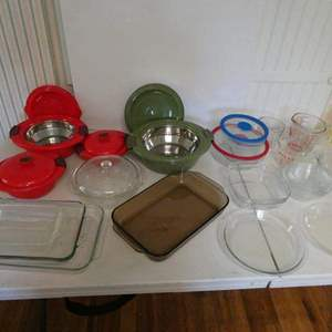 Lot # 28-Pyrex bowls, platters, and more