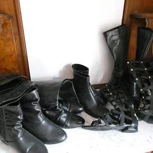 Lot # 221-So many black boots! (gently used), new, used and one gladiator sandal boot. 6 pair size 7-8