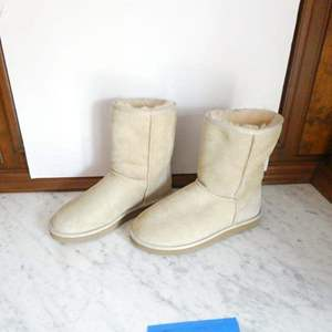 Lot # 223-Ugg Boots (hardly worn) size 7W