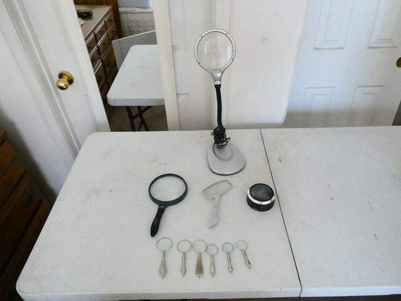 Lot # 109-Assorted magnifying glasses (main image)