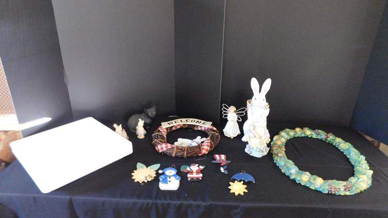 Lot # 35- Cute home decor   Holiday platter   Wreath & more (main image)
