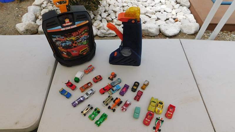 Lot # 63 - Hot wheels | case | accessories  (main image)