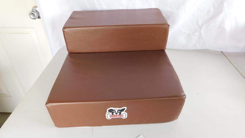 Lot # 75 - Weebo Pets- Smooth folding pet stairs- for aging pets (main image)
