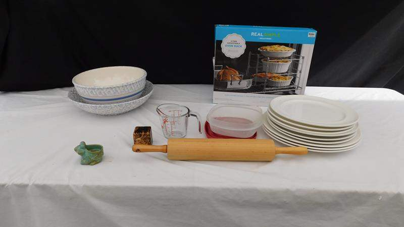 Lot # 86 - Fun kitchen items (main image)