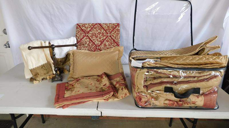 Lot # 90 - Queen bedding! Shams | pillows | towels | racks (main image)
