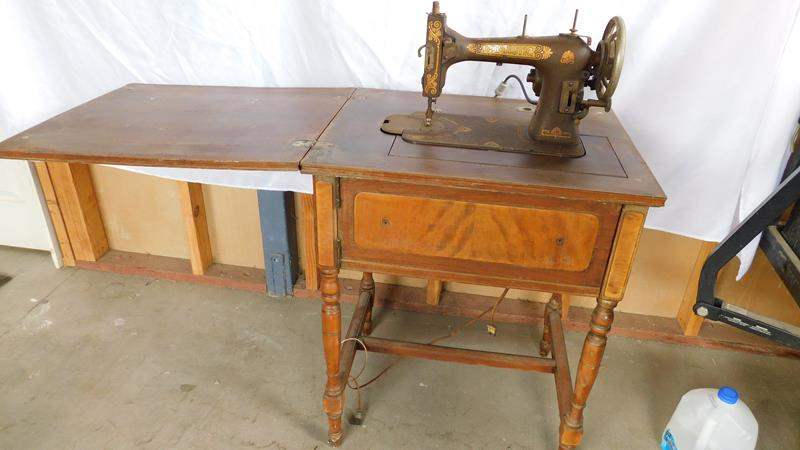 Lot # 94 - Antique/ vintage sewing machine in table (main image)