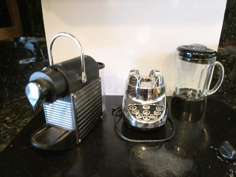 Lot # 3- Blender, Espresso maker, shelf with basket (main image)