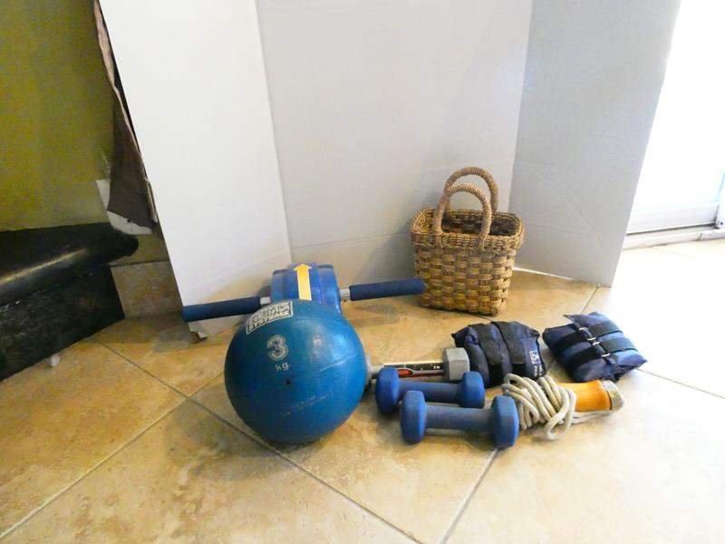 Lot # 20- Exercise equipment- see all pictures (main image)