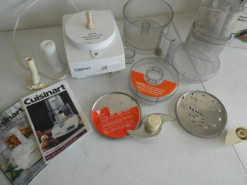 Lot # 206- Cuisinart Pro classic/ Classic 7 cup food processor with convenient extras (main image)