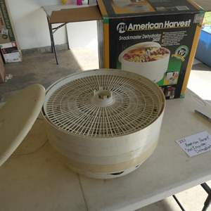 Lot # 221-American Harvest Snackmaster dehydrator 2400