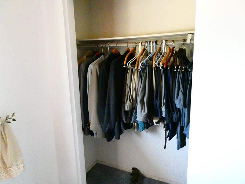 Lot # 83- Mens Suits, Pants, and Jackets (main image)