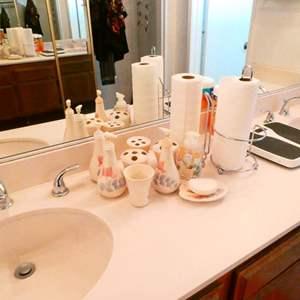 Lot # 90- Bathroom treasures