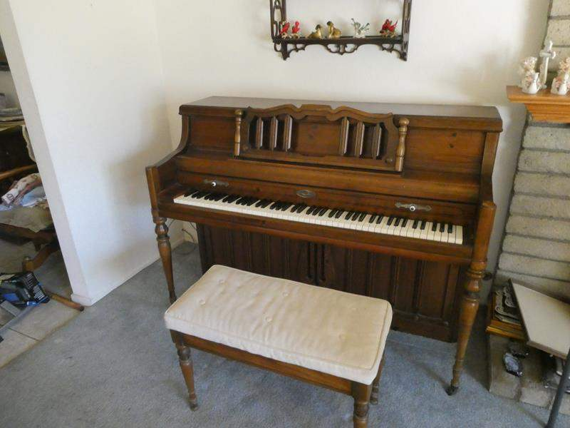 Lot # 15- Vintage WurliTzer Piano (main image)