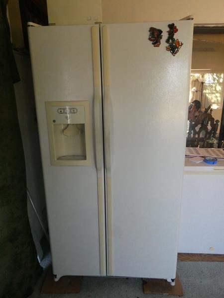 Lot # 31- GE side by side fridge & freezer (main image)