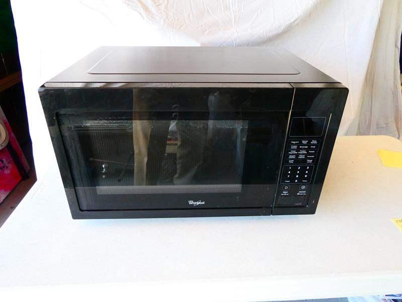 Lot # 178- Whirlpool 1600 Watt microwave oven (main image)