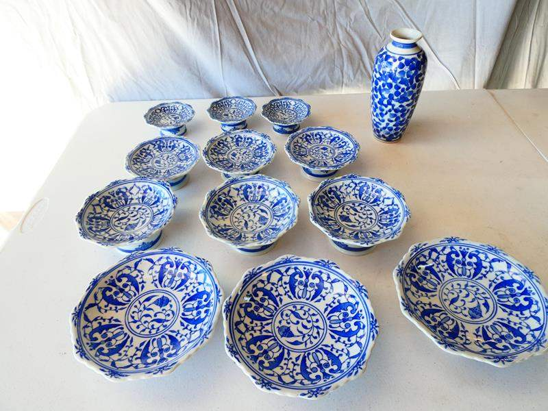 Lot # 203- Beautiful Asian bowls/ one vase (main image)