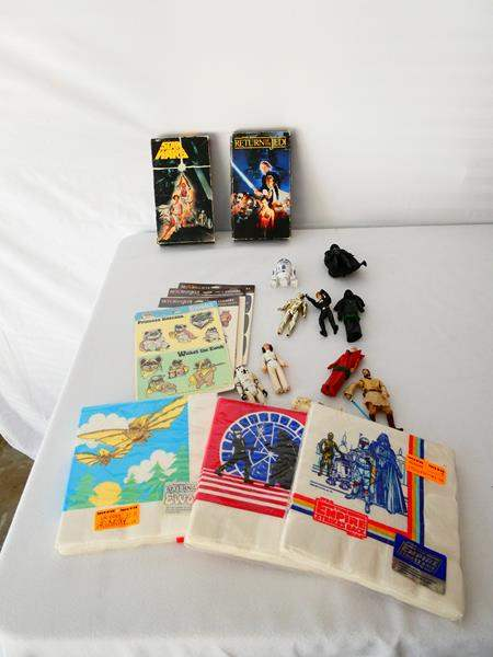 Lot # 15- Vintage Star Wars Collectables (main image)