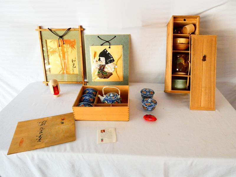 "Lot # 32-Vintage decor from Japan: 20"" Traditional tea set- see all details and pics (main image)"