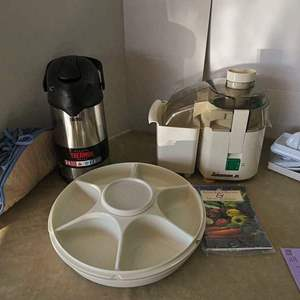 Lot # 211- Amazing kitchen lot! Juice man Jr./ Veggie tray/ Thermos coffee dispenser/ hand juicer and more