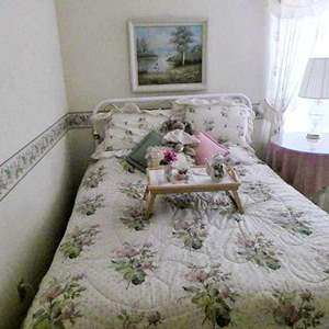 Lot # 35-Queen bed set!