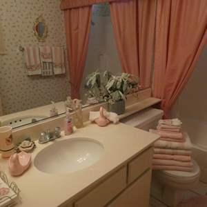Lot # 31-Pretty in Pink bathroom decor!