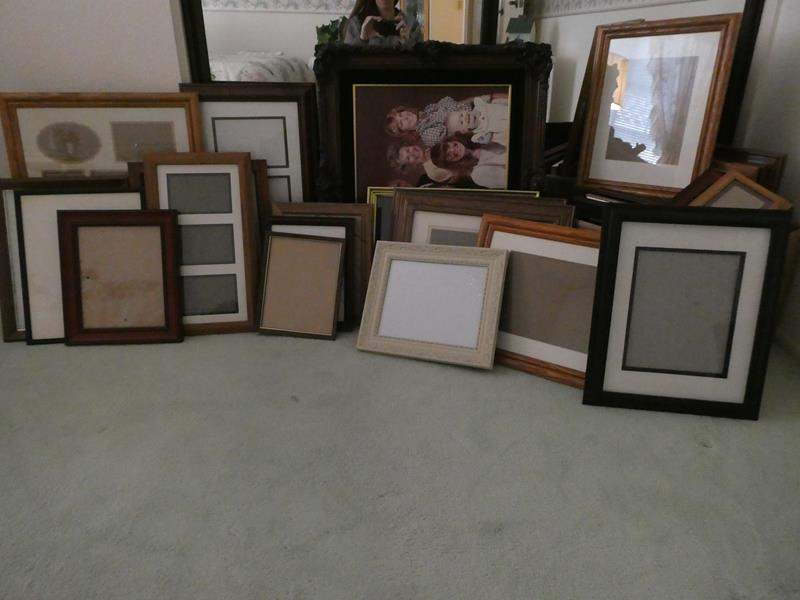 Lot # 32-LOTS and LOTS of frames! (main image)