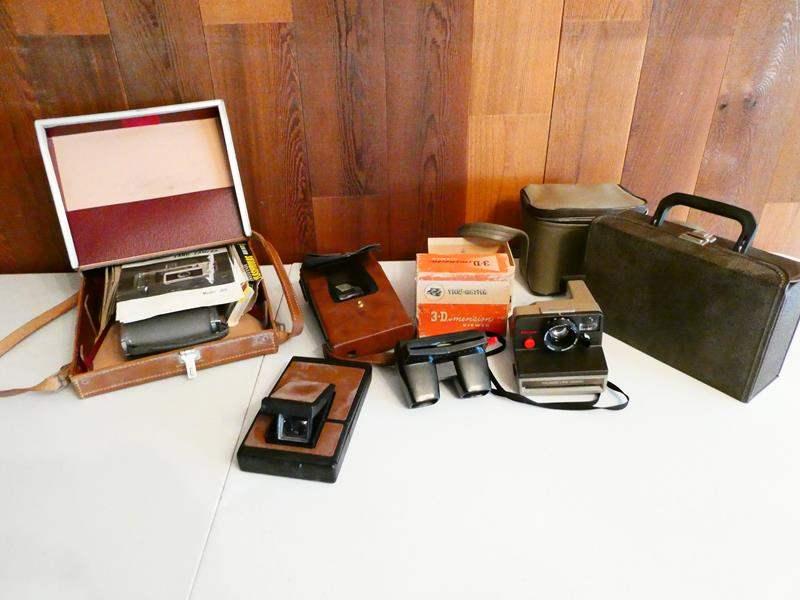 Lot # 211-Vintage polaroid cameras and view master (main image)
