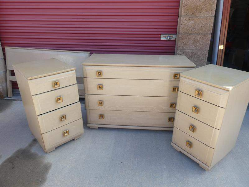 Lot # 19-Mid-Century full bed set: with bed frame, 2 dressers, 2 nightstands (main image)