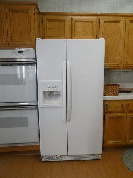 Lot # 103-Kenmore Refrigerator- Tested (main image)