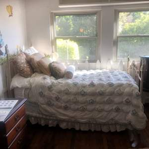 Auction Thumbnail for: Lot # 6-Vintage  style Twin size bed set!