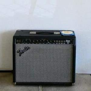 lot #24- Fender AMP and microphone/ guitar stands