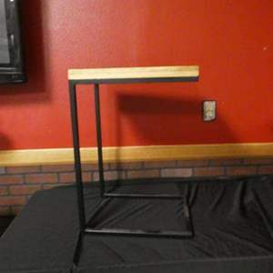 Lot # 193 - Metal/wood end table