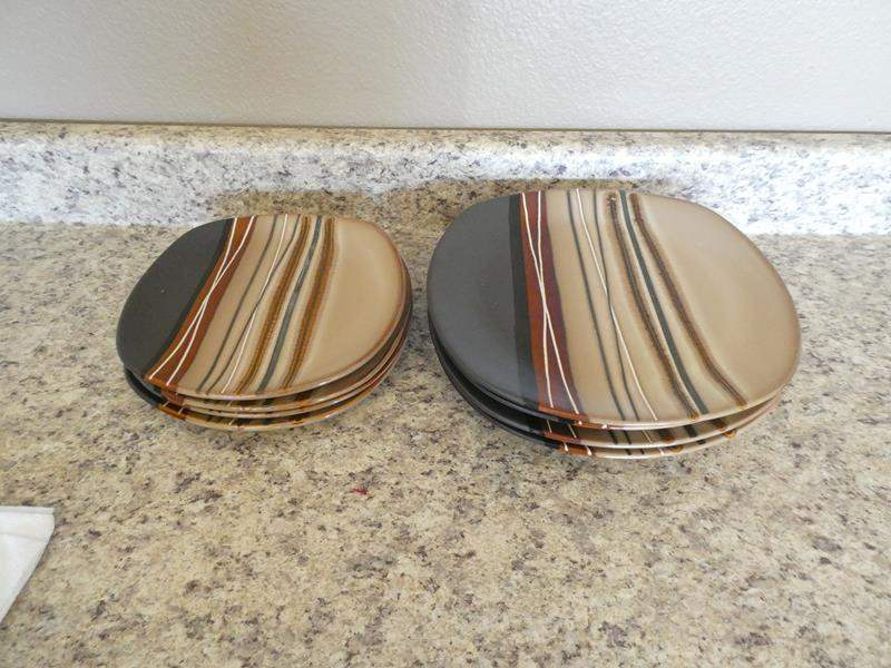 Lot # 111 - hometrends Dishes (main image)