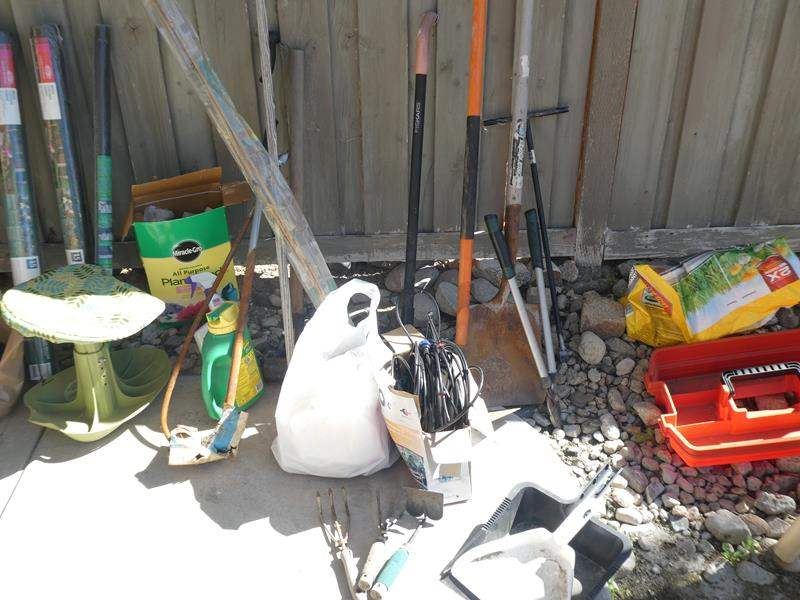 Lot # 132 -Garden tools, accessories and sprinkler parts (main image)