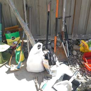 Lot # 132 -Garden tools, accessories and sprinkler parts