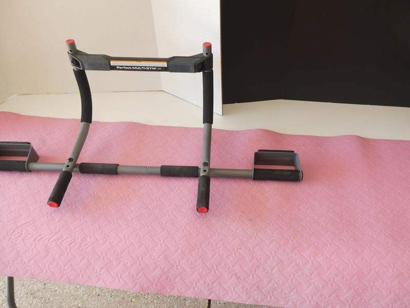 Lot # 134 - Get your fit on! Door jam pull up bar and yoga mat (main image)