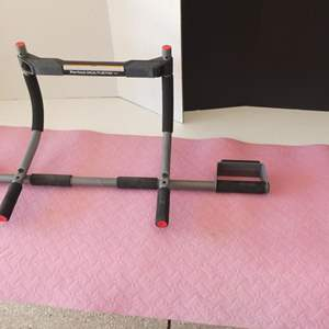Lot # 134 - Get your fit on! Door jam pull up bar and yoga mat