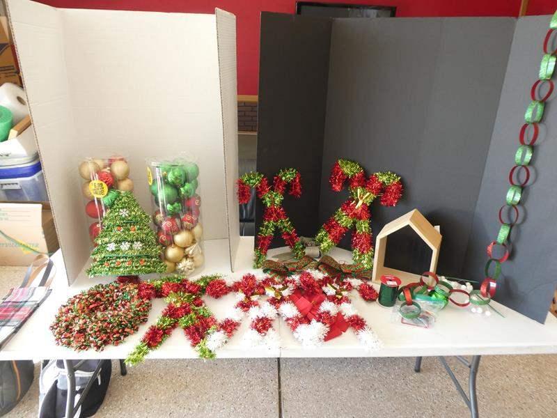 Lot # 139 - Christmas decor (main image)