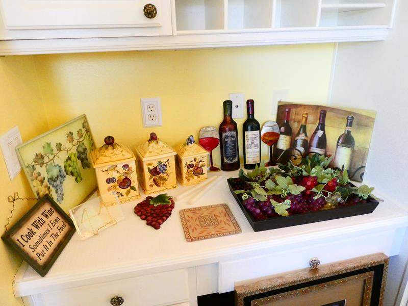 Lot #33- Wine country kitchen decor (main image)